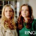 Sarah Michelle Gellar (Bridget Kelly), Zoey Deutch (Juliet Martin)