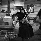 Marek Ťapák (Adamko Hlavaj), Viera Strnisková (Ilčíčka) Negatív fotografie z filmu Živý bič (1966). Marek Ťapák (Adamko Hlavaj) a Viera Strnisková (Ilčíčka)