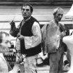 Vzadu vpravo Viliam Polónyi v úlohe richtára, v popredí sedí muž s fajkou, za ním stojí s pohárom Jozef Čierny v úlohe Čierneho a vpravo František Török v úlohe Peľacha (v ruke drží fajku)
