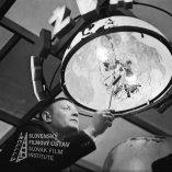 Negatív fotografie z filmu Kým sa skončí táto noc (1965). Viliam Polónyi (Kravárik)