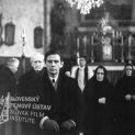 V kostole: v popredí kráča Ivan Mistrík (Ondrej, dedinský učiteľ), za ním vľavo Rudolf Bachlet (starý otec mŕtveho chlapca), vzadu v strede stojí Jozef Hodorovský (dedinský farár), ako druhá sprava Emília Haľamová (stará mama mŕtveho chlapca) a vpravo Xénia Gracová (matka mŕtveho chlapca)