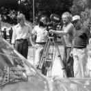 Za kamerou stojí kameraman Alojz Hanúsek (kameraman), vpravo stojí režisér Andrej Lettrich, ostatní dvaja