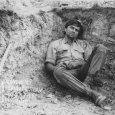 V jame v zemi sedí Jiří Kodeš (Viktor Hatala)