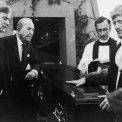 Michael Caine (Charlie Croker), Noël Coward (Mr. Bridger), David Kelly