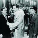 Groucho Marx (Otis B. Driftwood), Walter Woolf King (Rudolfo Lassparri), Harpo Marx (Tomasso)
