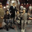 Mike Myers (Austin Powers), Rob Lowe (Young Number Two), Seth Green (Scott Evil), Mindy Sterling (Frau Farbissina), Verne Troyer (Mini-Me)