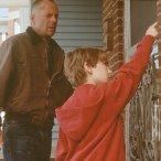 Bruce Willis (Art Jeffries), Miko Hughes (Simon Lynch)