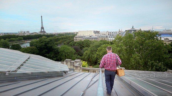 Na strechách miest