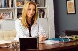 Carolyn (Lisa Kudrow)