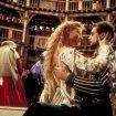 Gwyneth Paltrow (Viola De Lesseps), Joseph Fiennes (Will Shakespeare)